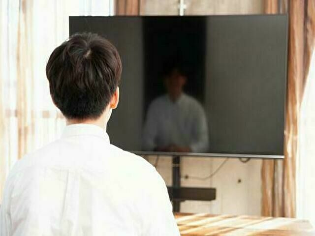 テレビを観る人